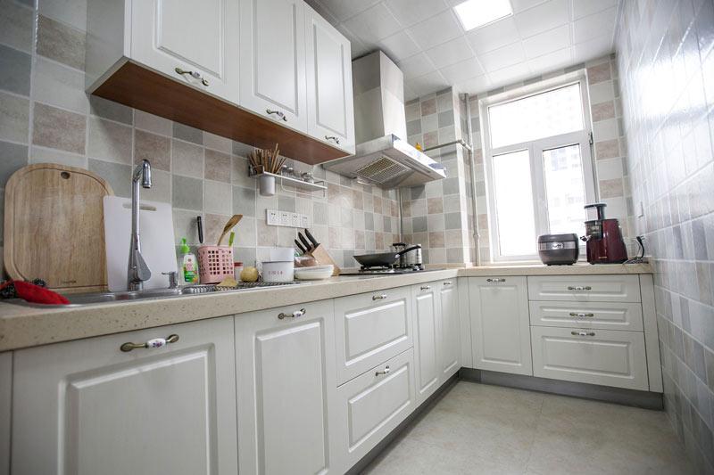美式清新小厨房装修效果图