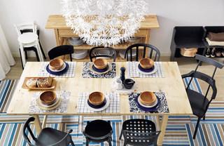 温馨原木家庭餐桌图片
