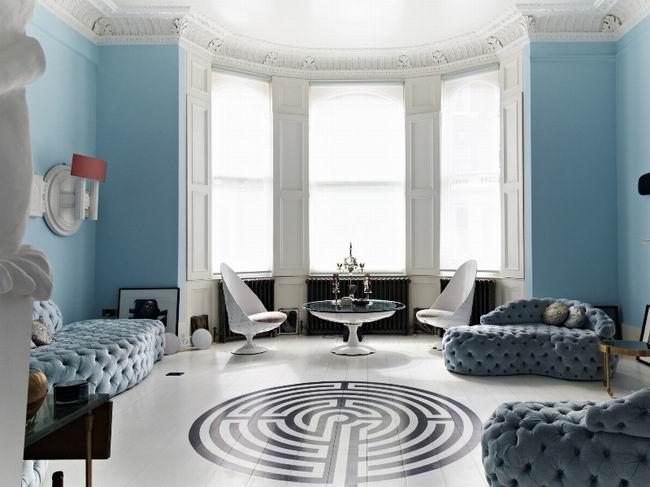蓝白色挑高客厅装修效果图