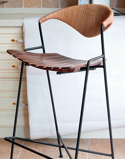 128平复式公寓吧台椅设计