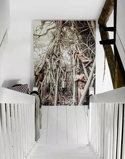 92平两居室楼梯背景墙装饰画