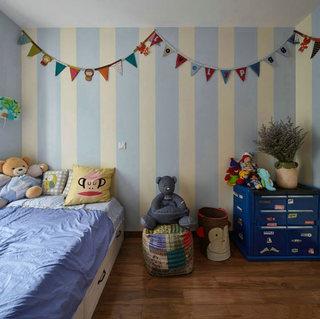 经典美式儿童房 蓝色竖条纹背景墙设计