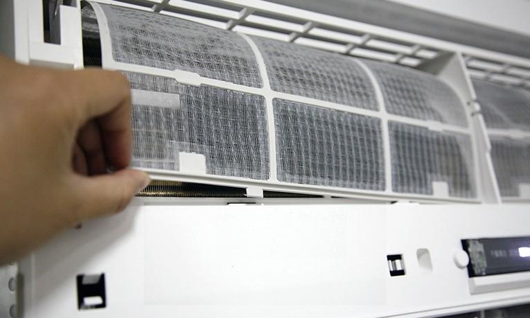 空调滤网怎么拆 空调滤网清洗 空调滤网有什么用 空调滤网怎么安装 齐家网