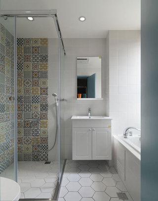 北欧风格清新干湿分离卫生间装修效果图
