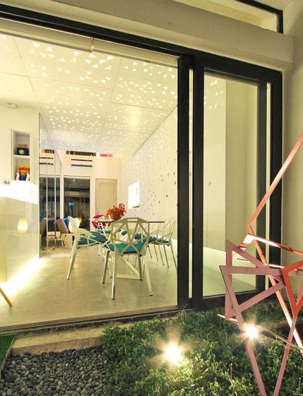 现代简约时尚玻璃门装修效果图