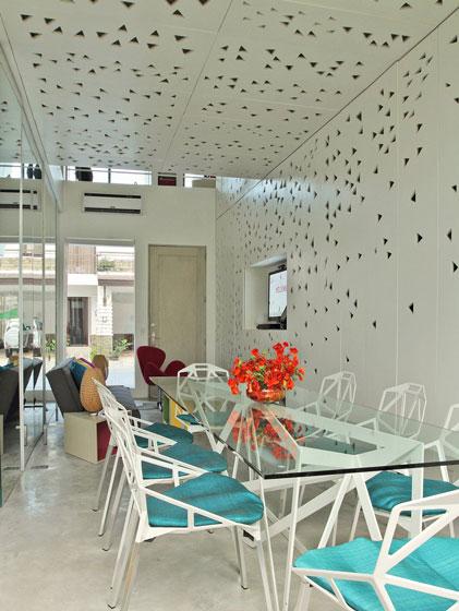 现代简约蓝色白色餐厅装修效果图