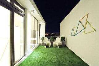 现代简约绿色露台装修效果图