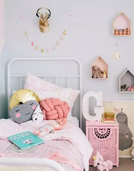 粉嫩可爱女孩卧室设计