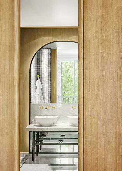木色卫生间洗手台实景图