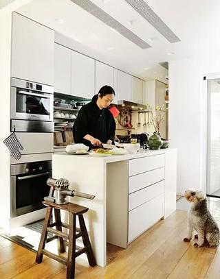 80平小户型简约厨房装潢图片