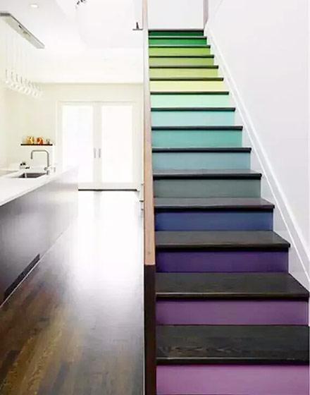 创意彩虹实木楼梯图片