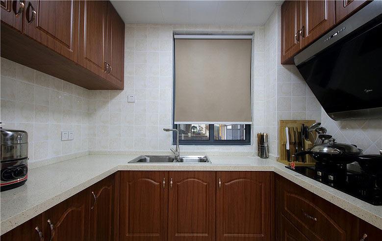 沉稳中式厨房 U型实木橱柜装修