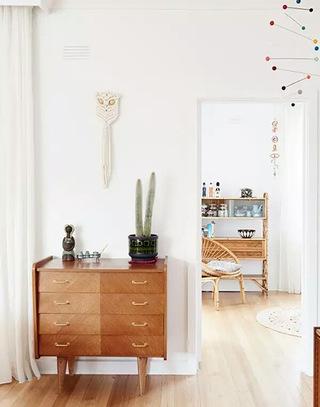 92平两居室木质展示柜效果图