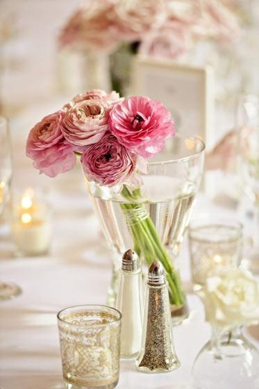 华丽粉色餐桌花卉布置装修设计