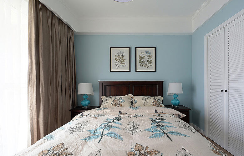 75平美式风格浅蓝色卧室背景墙装修图片
