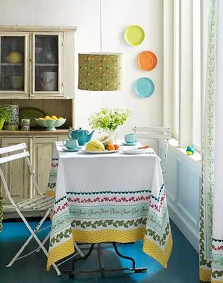 素雅餐厅桌布装饰图片欣赏