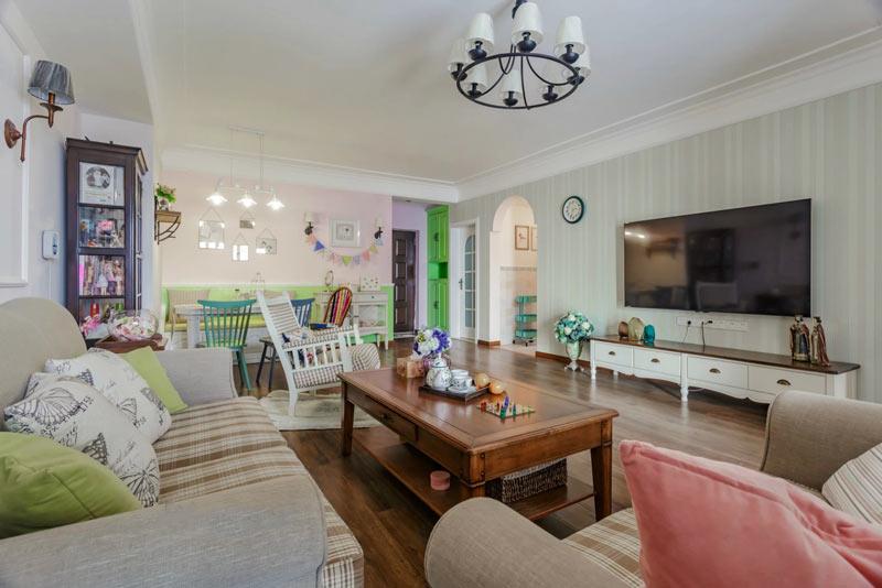 119平美式风格简洁客厅吊顶装修设计