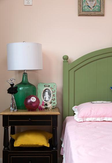 168平美式现代风格卧室床头柜设计效果图