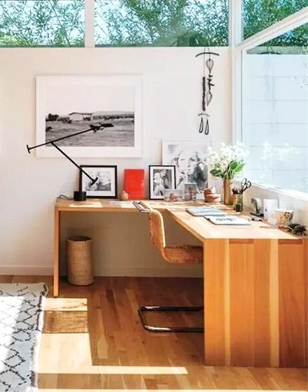 阳光房木质转角书桌设计