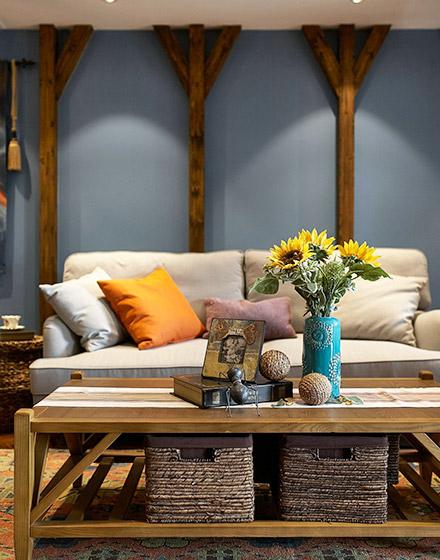 优雅东南亚风情沙发背景墙图片