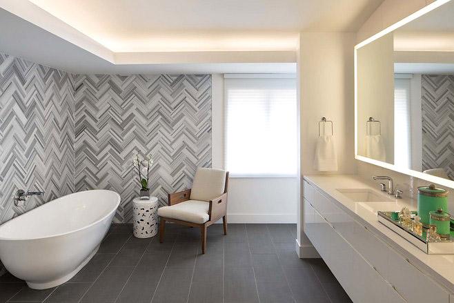 白色浴缸装修图片