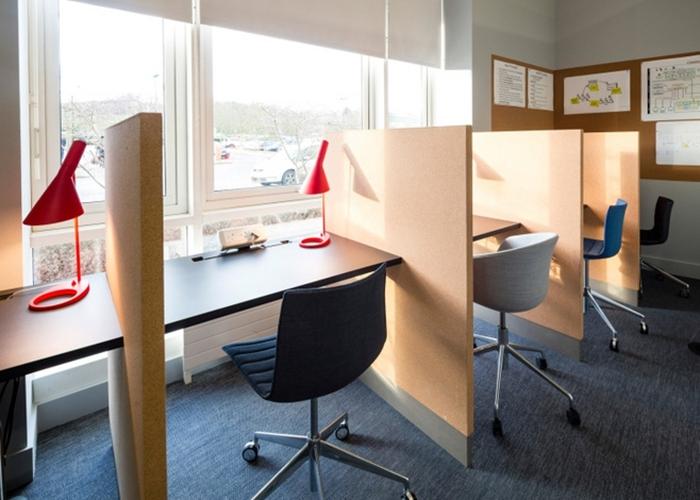 氛围轻松办公室图简洁办公室
