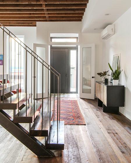 美式风格阁楼公寓一楼吊顶装修