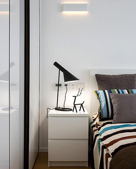 简约家装卧室床头柜装饰