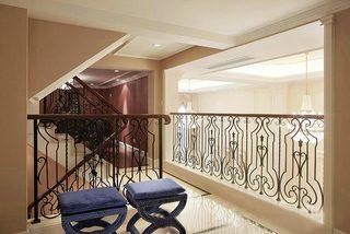 浪漫法式别墅 走廊雕花栏杆设计