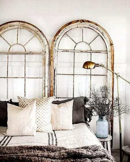 旧木门改造卧室床头背景墙
