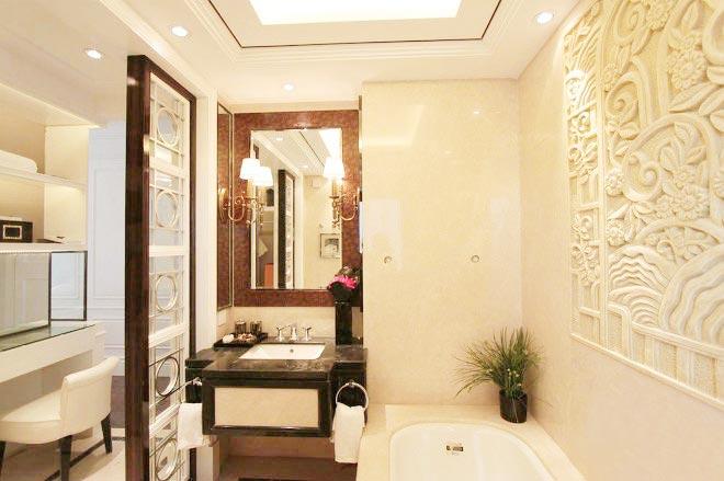 墙壁雕花设计卫生间摆放图