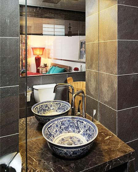 简中式卫生间 青花瓷洗手台图片