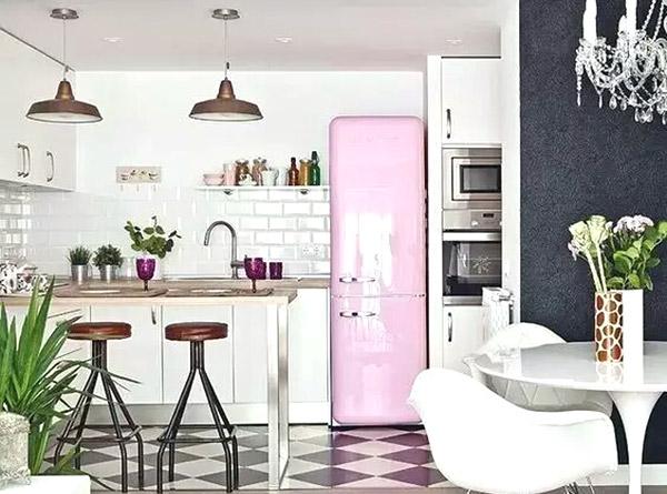 粉色可爱厨房冰箱装修效果图