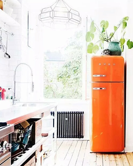 活力橙色厨房冰箱设计