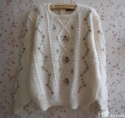 手工毛衣编织款式之荷叶边镂空肩高领毛衣