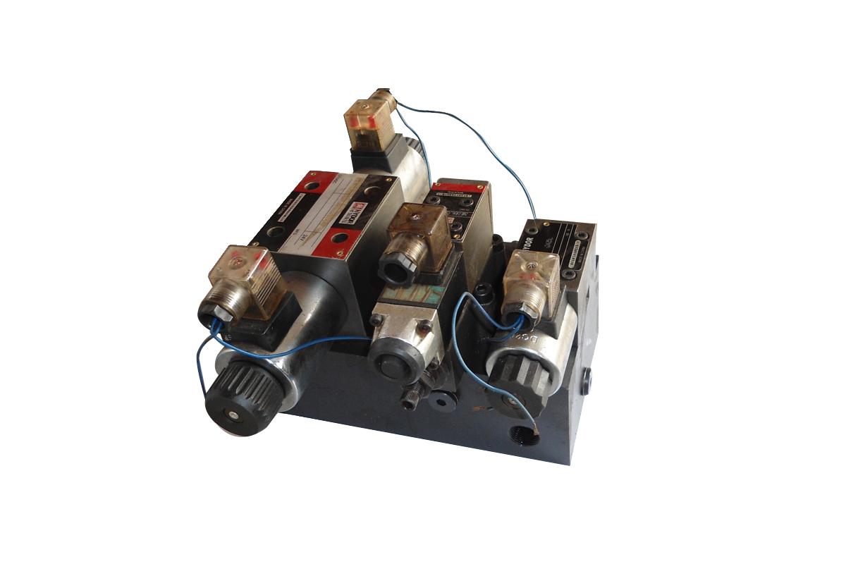 液压控制阀  液压阀是用来控制液压系统中油液的流动方向或调节其压力图片