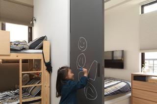 现代日式卧室 推拉门隔断效果图