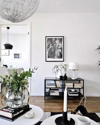 84平北欧两居室客厅展示柜设计