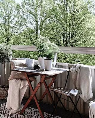 84平北欧两居室阳台布置设计图