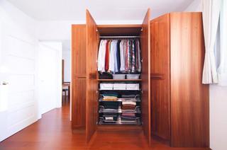 日式风格家居实木衣柜效果图