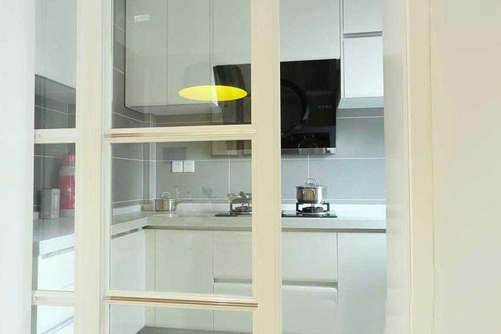 日式风格小公寓装修厨房推拉门设计
