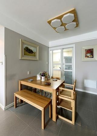 宜家风格小复式装修木质餐桌图片