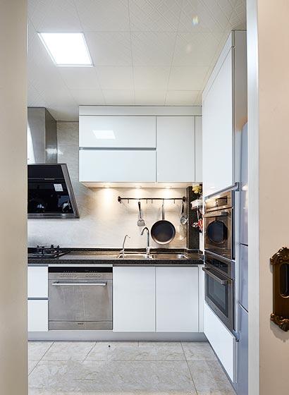 简欧新古典厨房 白色橱柜设计