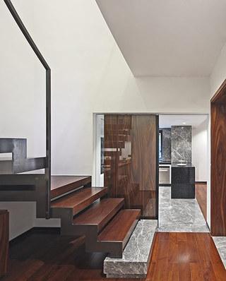 200平错层复式楼木地板装修