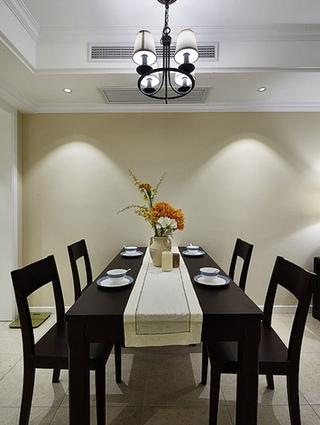 美式风格三居装修实木餐桌图片