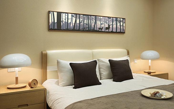 简约风格两居室装修卧室背景墙装饰画