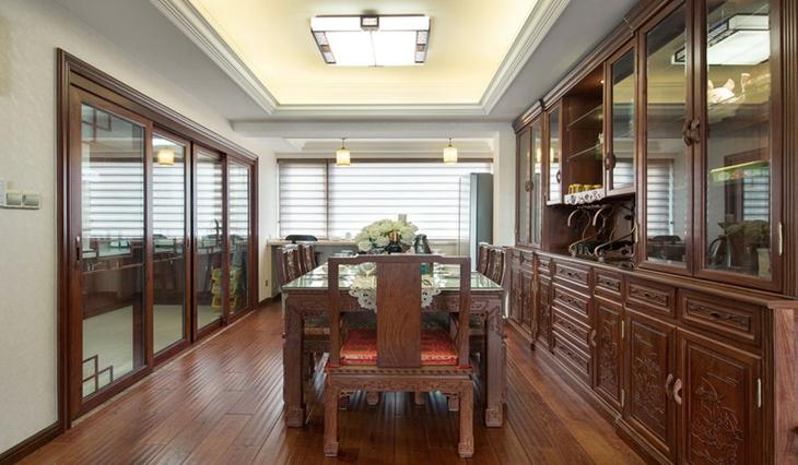 中式风格三室两厅装修餐厅装饰图片