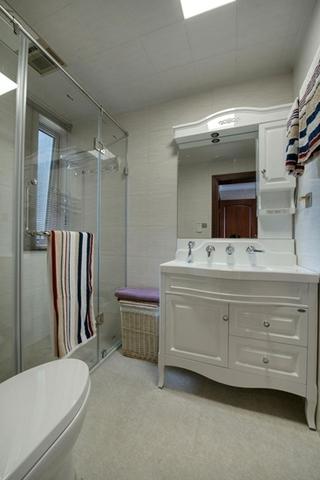 中式风格三室两厅装修浴室柜图片