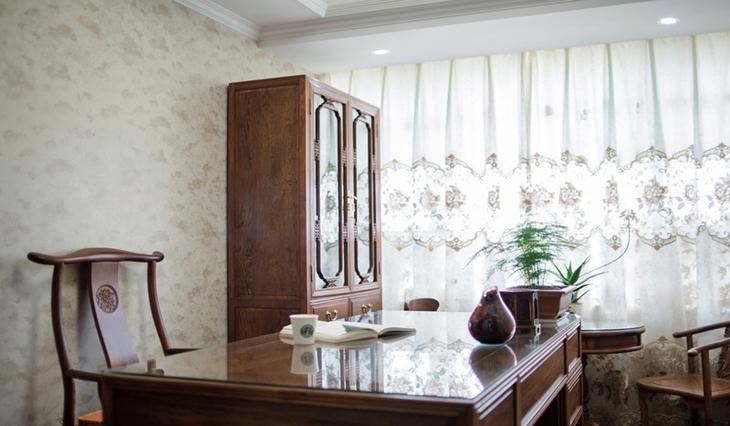 中式风格三室两厅装修书房书桌图