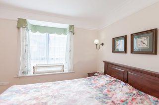 裸色美式卧室飘窗效果图